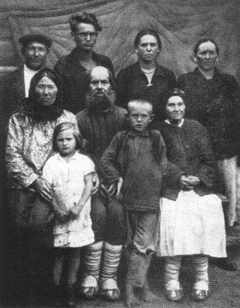 Село Уваровичи. Семья Моисеенко. 1933 г.