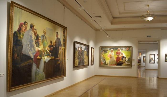 Один из залов персональной выставки Х.А. Якупова в Национальной художественной галерее «Хазине» в Казанском Кремле