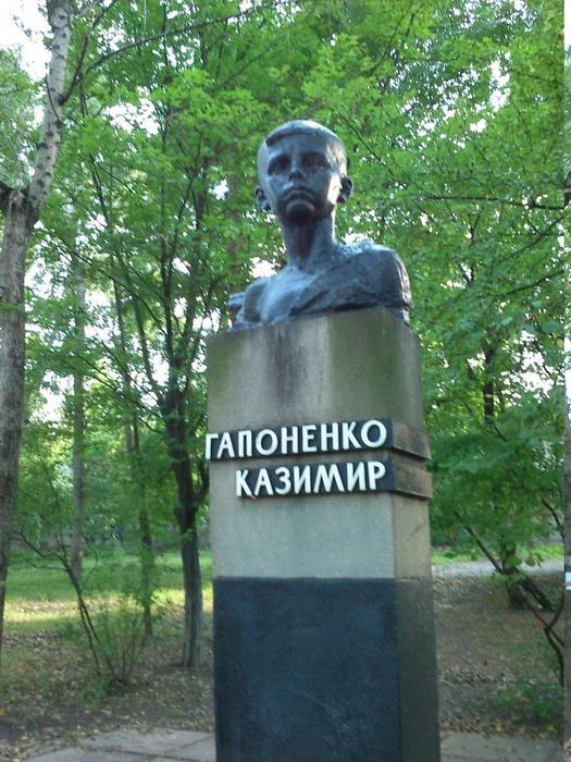 А.В. Кущ. Памятник пионеру-герою Казимиру Гапоненко.