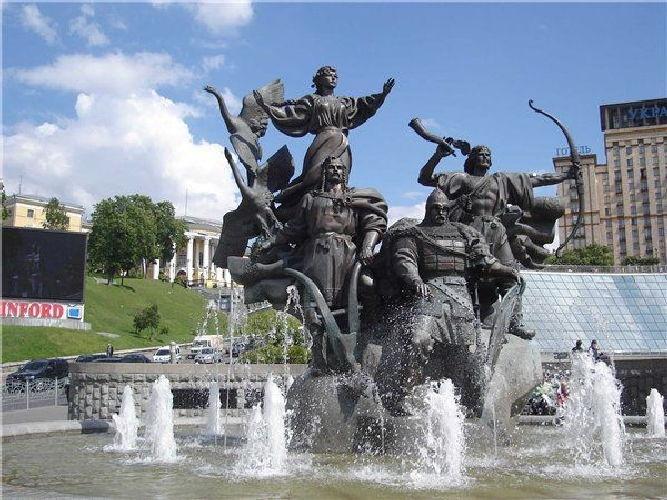 А.В. Кущ. Скульптурная композиция в честь легендарных основателей Киева. Площадь Независимости в Киеве.