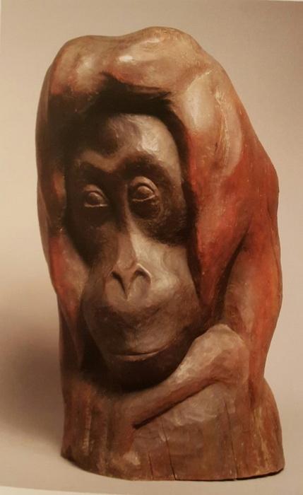 В.А. Ватагин Голова орангутанга»  Дерево тонированное.  1927 г.